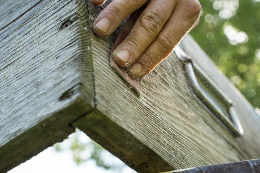 Carteggiare legno delle arnie
